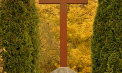 Friedhofskreuz ist wieder ein Schmuckstück