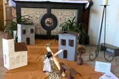 V. Station: Simon von Zyrene hilft Jesus das Kreuz zu tragen