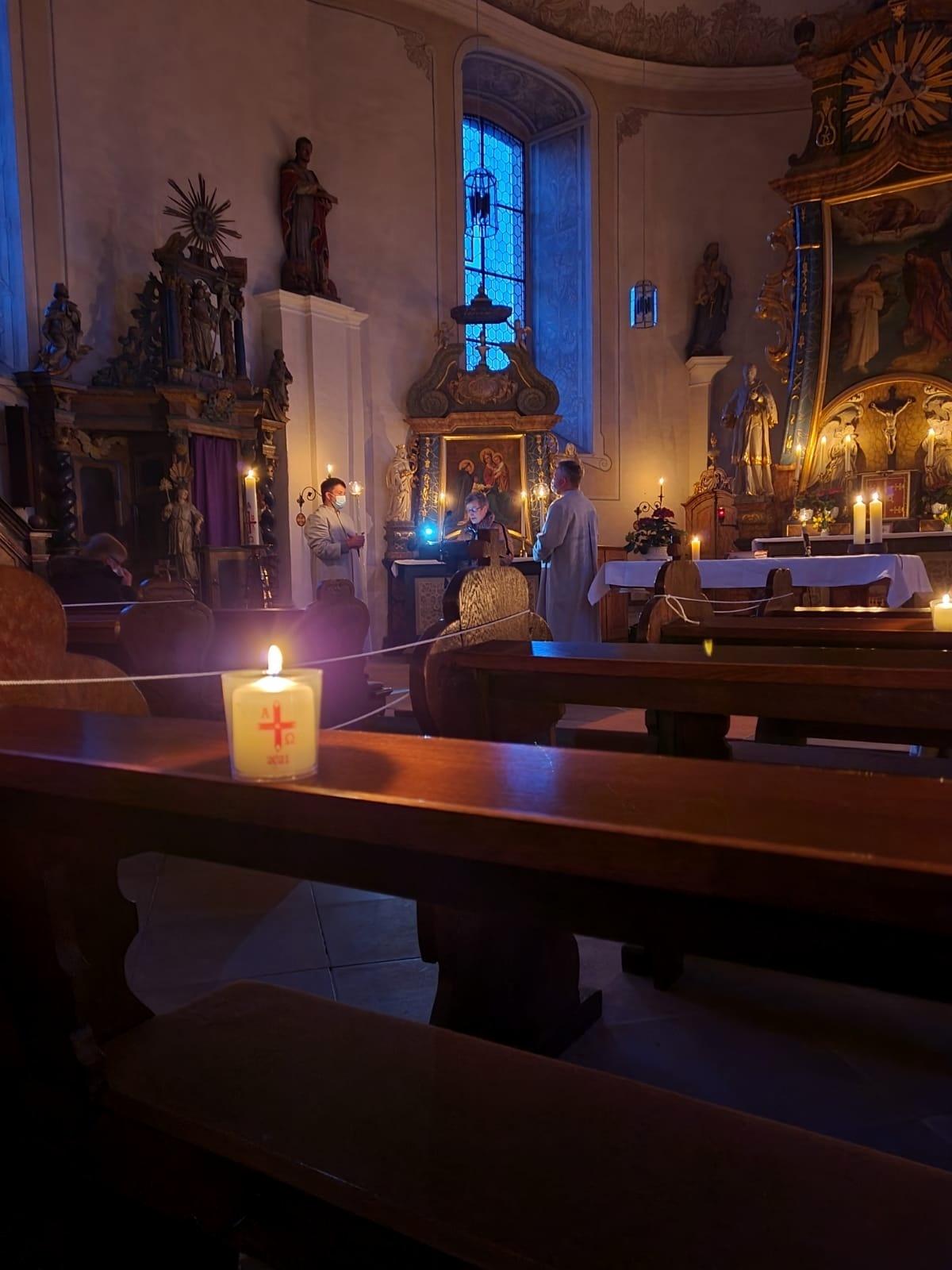 Feier der Osternacht in Fölsen